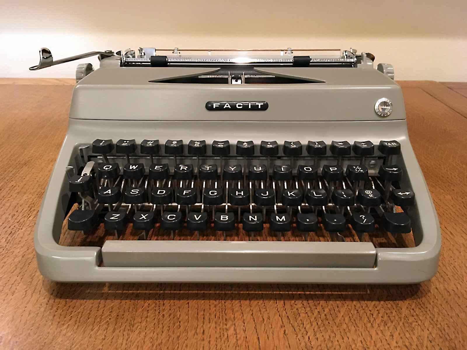 http://billguthrie.com/images/misc/typewriters/facitTP1frontClose.jpg